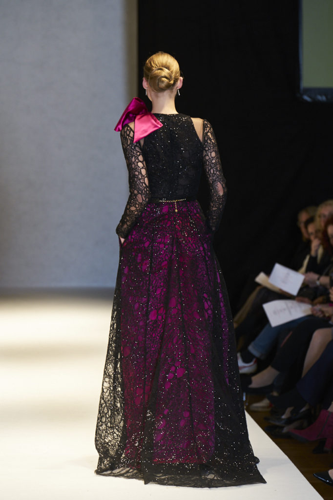 Sort blondekjole med pink underdel i duchess